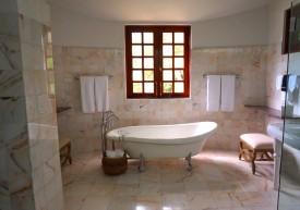 bogate wyposażenie łazienki