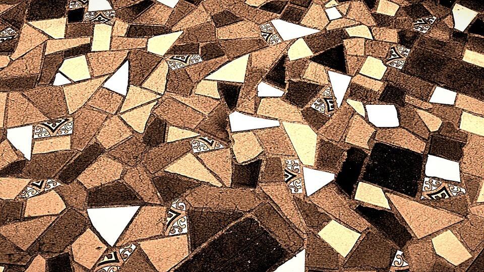 szklana mozaika na podłodze