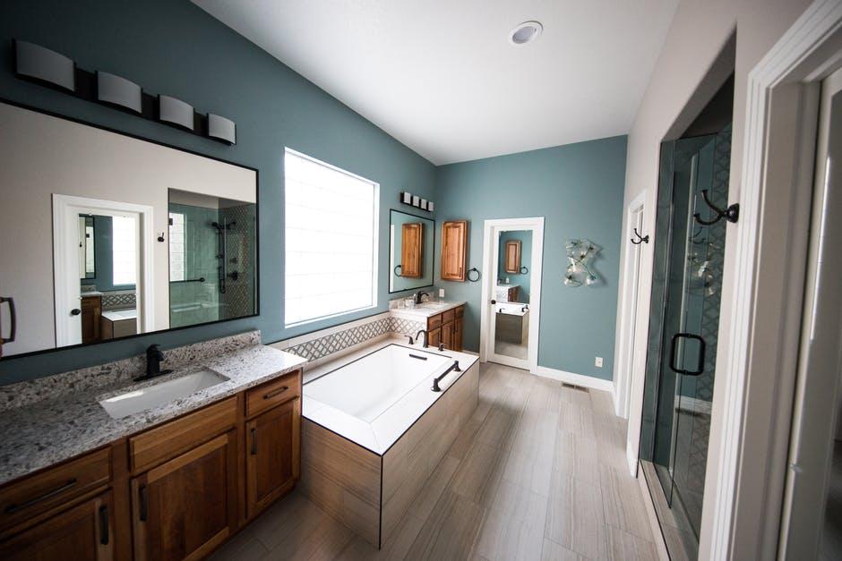przytulna łazienka fajnie urządzona